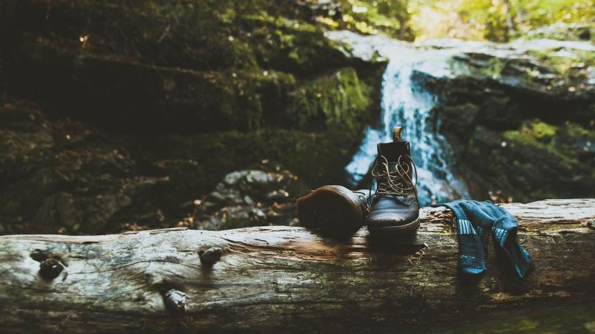 best-hiking-socks-gear-patrol-full-lead.jpg